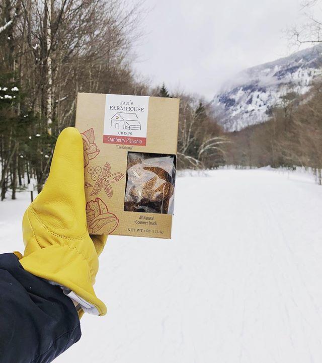 Beautiful views and tasty snacks ❄️ . . . #stowevermont #stowe #thenotch #crackers #artisancrackers #artisan #winter #winterwonderland #snacks #nomnom #vermont #vermontlife #gourmetfood #gourmet #foodie #foodies