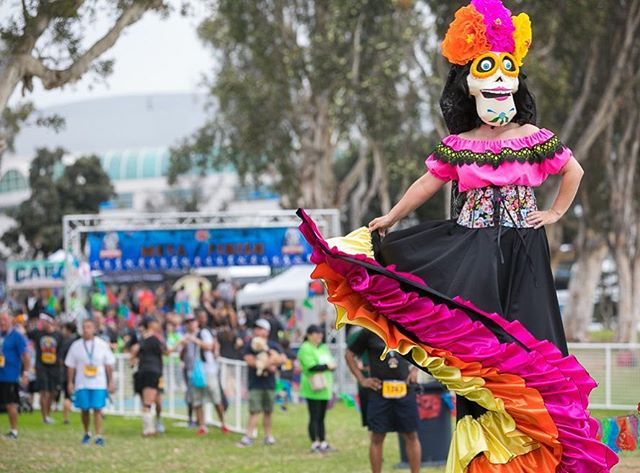 Dia Los Muertos celebrates loved ones that have passed. Come out and #run @losmuertos5k San Diego and say hi to us! 📷 @denleywongphoto