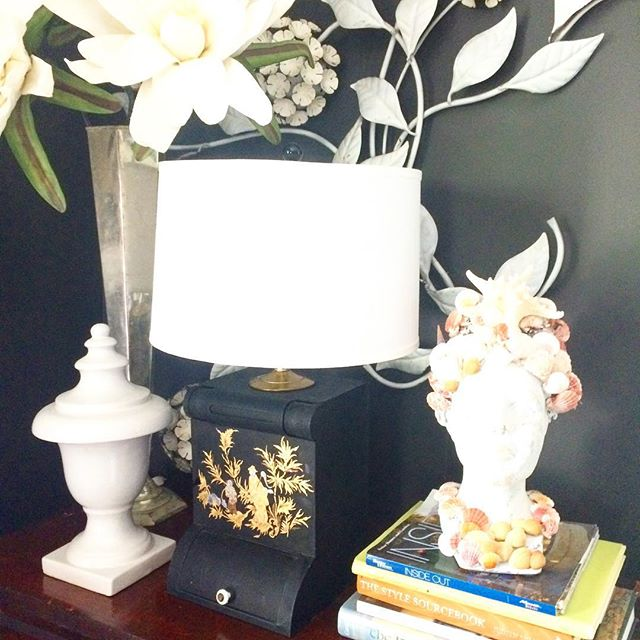 Scored this gorgeous one of a kind antique metal box lamp today ❤️ and already have it a home. #antiquelamp #antique #lamp #chinesestyle #oneofakind #interiordesign #handpainted #goldaccents