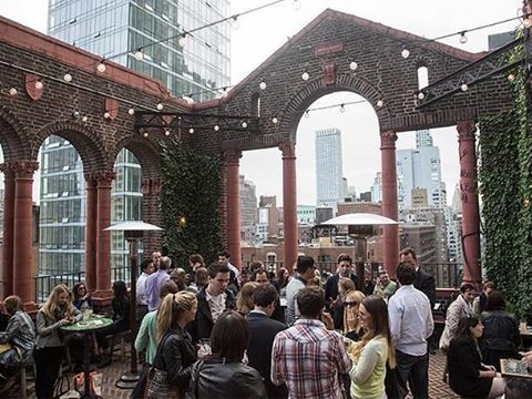 We're here to helping you enjoy the first full weekend of #spring! Our #rooftop will be open for just tonight (3.25) at 5 PM! 🌻🍻😁 . . . . . #murrayhill #nycrooftop #springhassprung