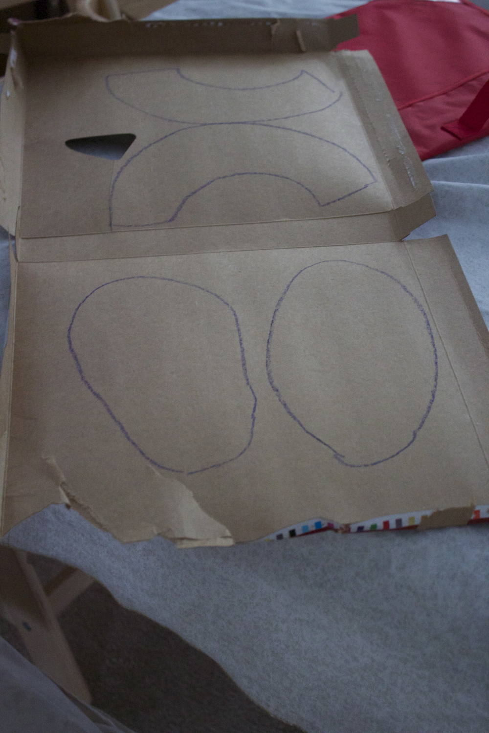 Outlines for top and bottom of the slippers