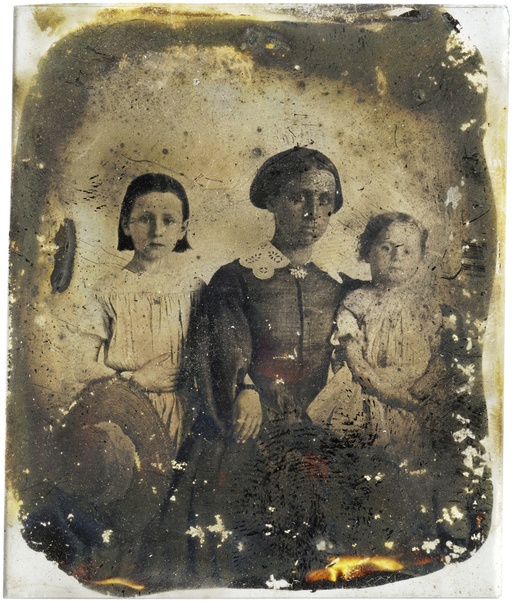 Nanny with Girls, 2013 - LR12251