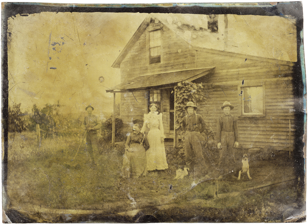 Family Portrait in Front of House, 2014 - LR12416