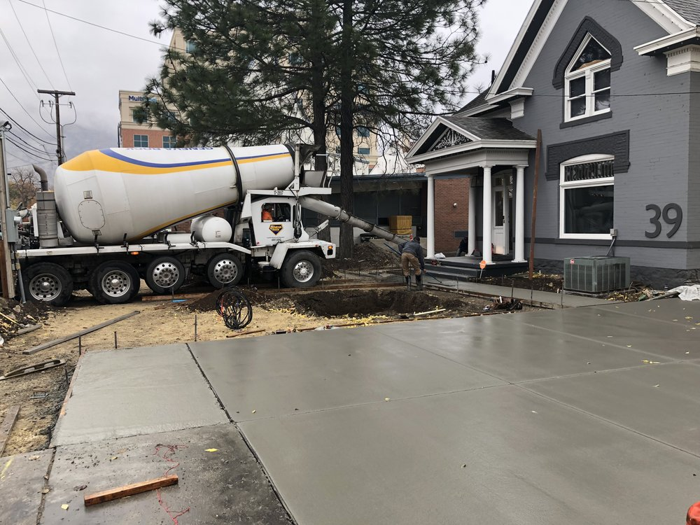 Concrete finally showed up for the front yard. It's hard to believe how luxurious it feels to have an actual concrete path to walk on to the house, not to mention that we have a driveway to park in again!