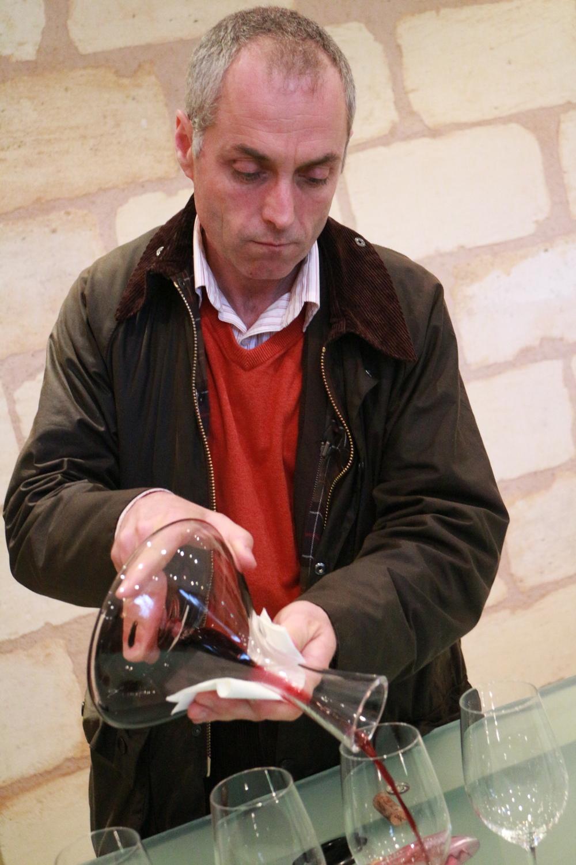 Jean Michel Comme pours his 2007 Pontet Canet.