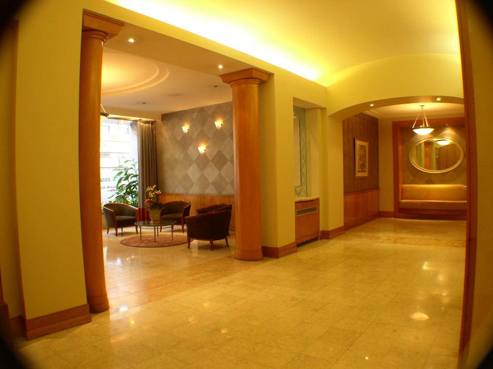 Lobby 006.jpg