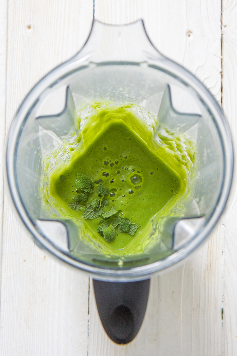 Asparagus and mint puree is a thick and creamy combination with a light and playful taste that leaves you wanting more more more! This fast and easy homemade baby food puree is ready in just 20 minutes, and makes for a great freezer stash. Delight baby's taste buds with this healthy, vibrant asparagus and mint puree! #babyfood #babies