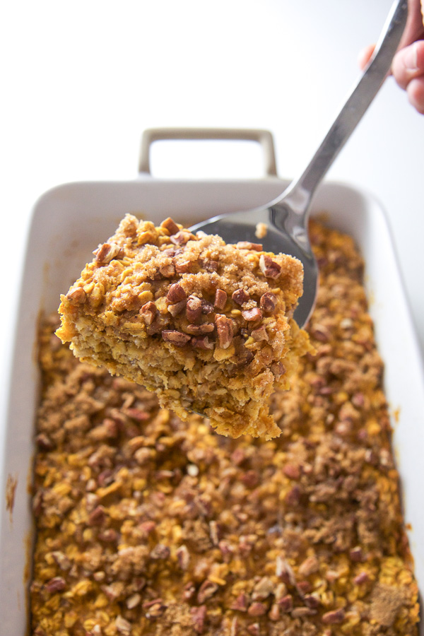 This easy Baked Pumpkin Oatmeal is a cross between traditional baked oatmeal and a cake! Yes, you heard me, a cake...for breakfast! Plus it's got pumpkin in it, so you know you can't go wrong. You can slice and serve this healthy pumpkin breakfast casserole to your toddler, take along for a healthy on-the-go breakfast, or serve at a leisurely brunch! #breakfast #oatmeal