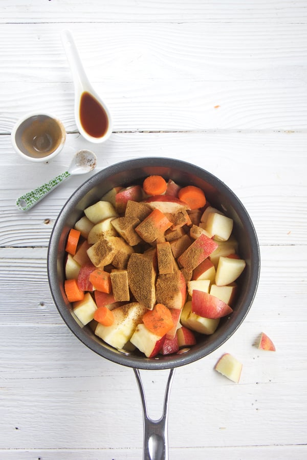 Carrot Applesauce is the perfect afternoon snack for your toddler or baby (and yourself) that is full of wholesome apples, carrots and spices, and tastes just like a bowl of warm carrot cake (minus the cream cheese frosting of course:)! So versatile, it is also great for school lunches, breakfasts and even dessert. #applesauce #babyfoodrecipes