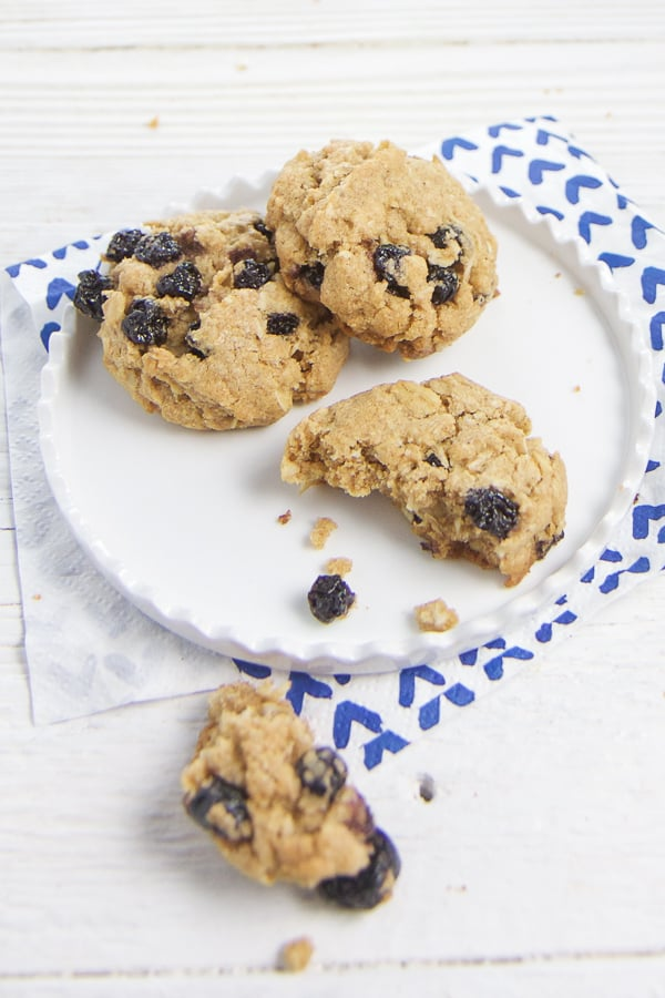 These Blueberry Oatmeal Cookies are made with dried blueberries, whole oats, whole wheat flour, cinnamon and a touch of sugar. They make the perfect addition to any kid (or adult) lunch or served with a glass of milk for a wonderful afternoon snack. #cookies #healthyrecipes