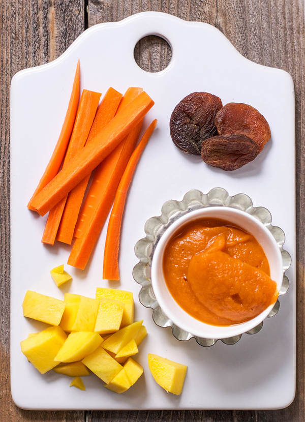Do you want to learn how to make your own baby food purees but don't know where to start? Start here! 15 homemade baby food purees that you can make in under 15 minutes. These purees are easy, healthy, nutritious, and most of all delicious! #babyfood #baby #purees