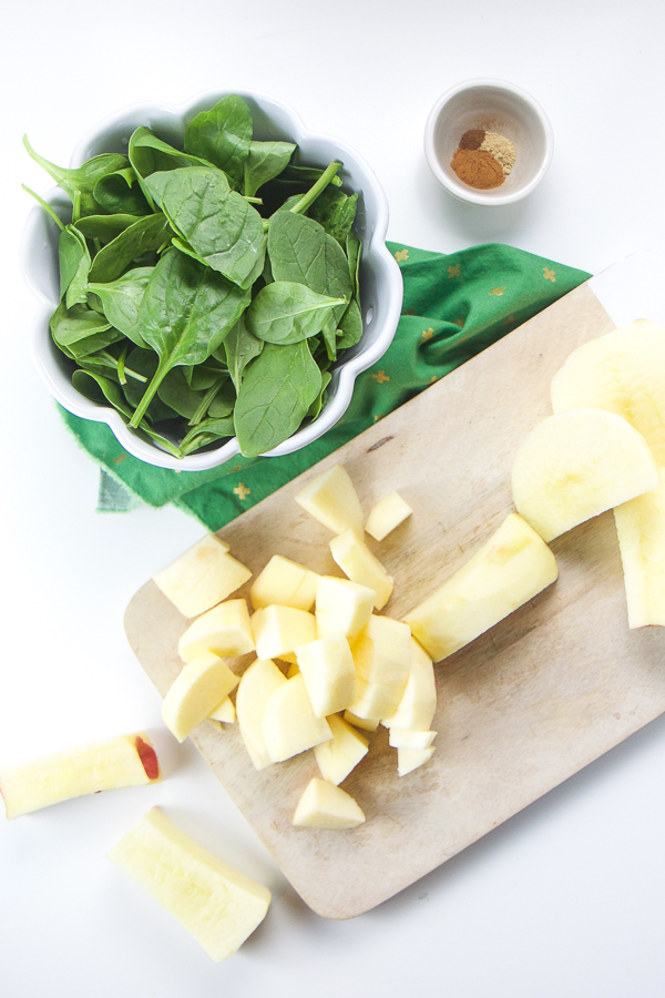 This Spinach and Apple Baby Food Puree is high in iron a perfect stage one baby food puree to introduce around 6 months. With the addition of cinnamon, ginger, and cloves, this homemade spinach puree tastes amazing! And because it has just five ingredients, it's of the fastest and easiest baby food purees out there! #babies #babyfoodrecipes