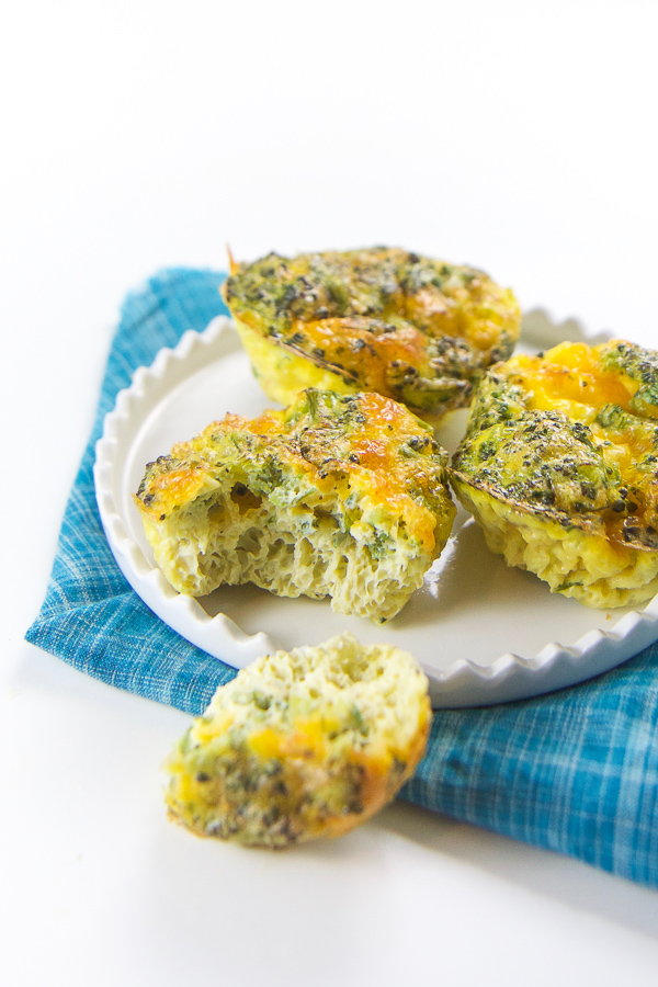 Classic broccoli and cheddar toddler breakfast egg cups recipe. A filling and nutritious breakfast for your toddler that is perfect for on-the-go eating. This is a healthy nutritious breakfast that will please even the pickiest eater. #toddler #fingerfood #breakfast #babyledweaning