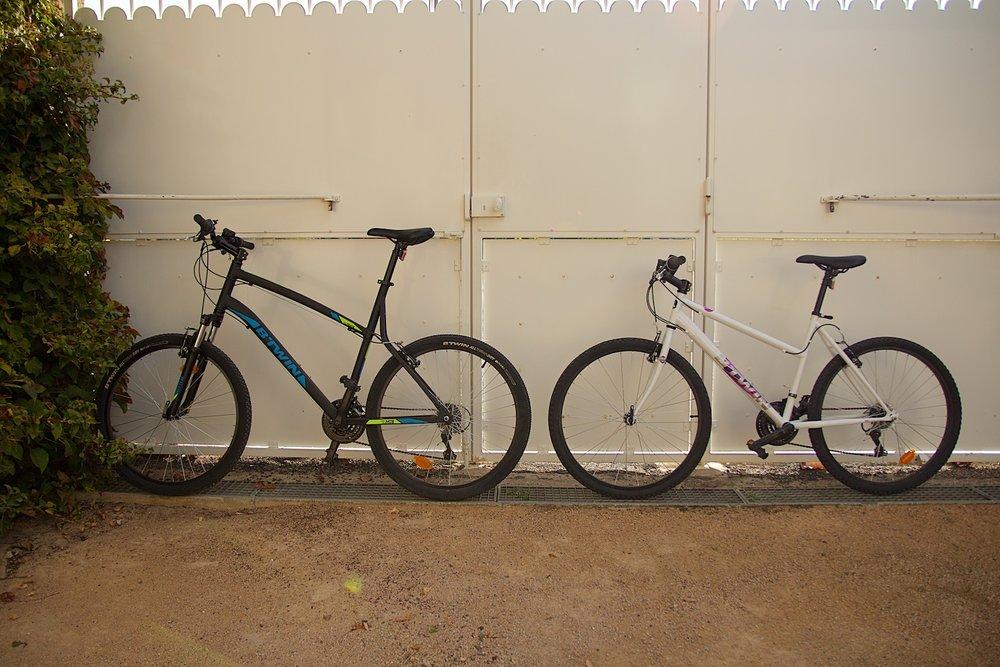 Er zijn twee fietsen aanwezig waar u vrijblijvend gebruik van kunt maken.