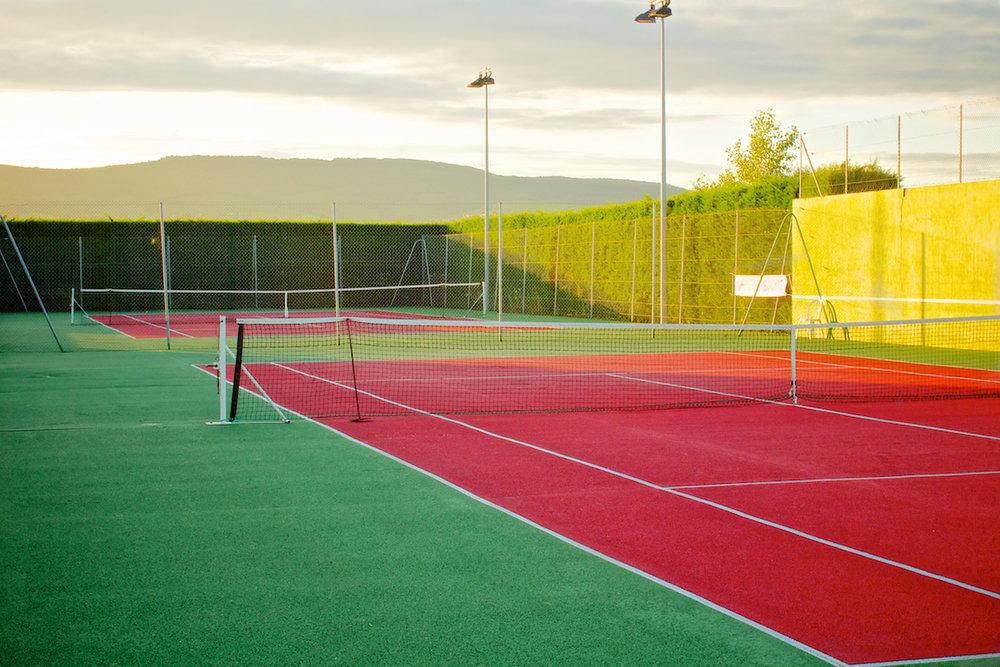 U kunt tevens ook gratis gebruik maken van de tennisbaan om de hoek.