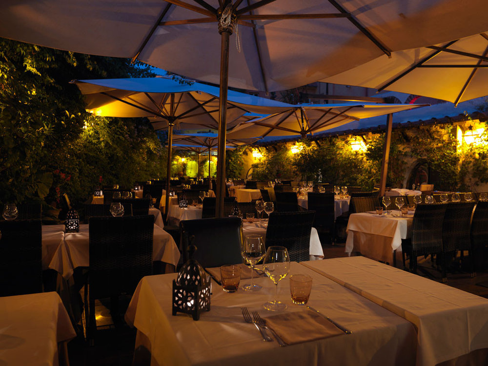 EAT | DINNER | ANTICA PESA >    AN INCREDIBLY ROMANTIC TERRACED RESTAURANT, HIDDEN DOWN A SIDESTREET ARCHWAY IN TRASTEVERE.