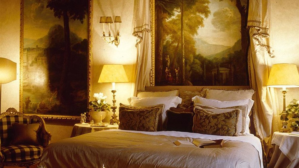 STAY | RESIDENZA NAPOLEONE   >    THIS OLD WORLD APARTMENT WAS FORMALLY AN ARISTOCRATIC FAMILY HOME.