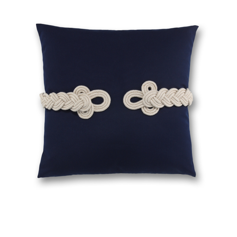 knot pillow.jpg