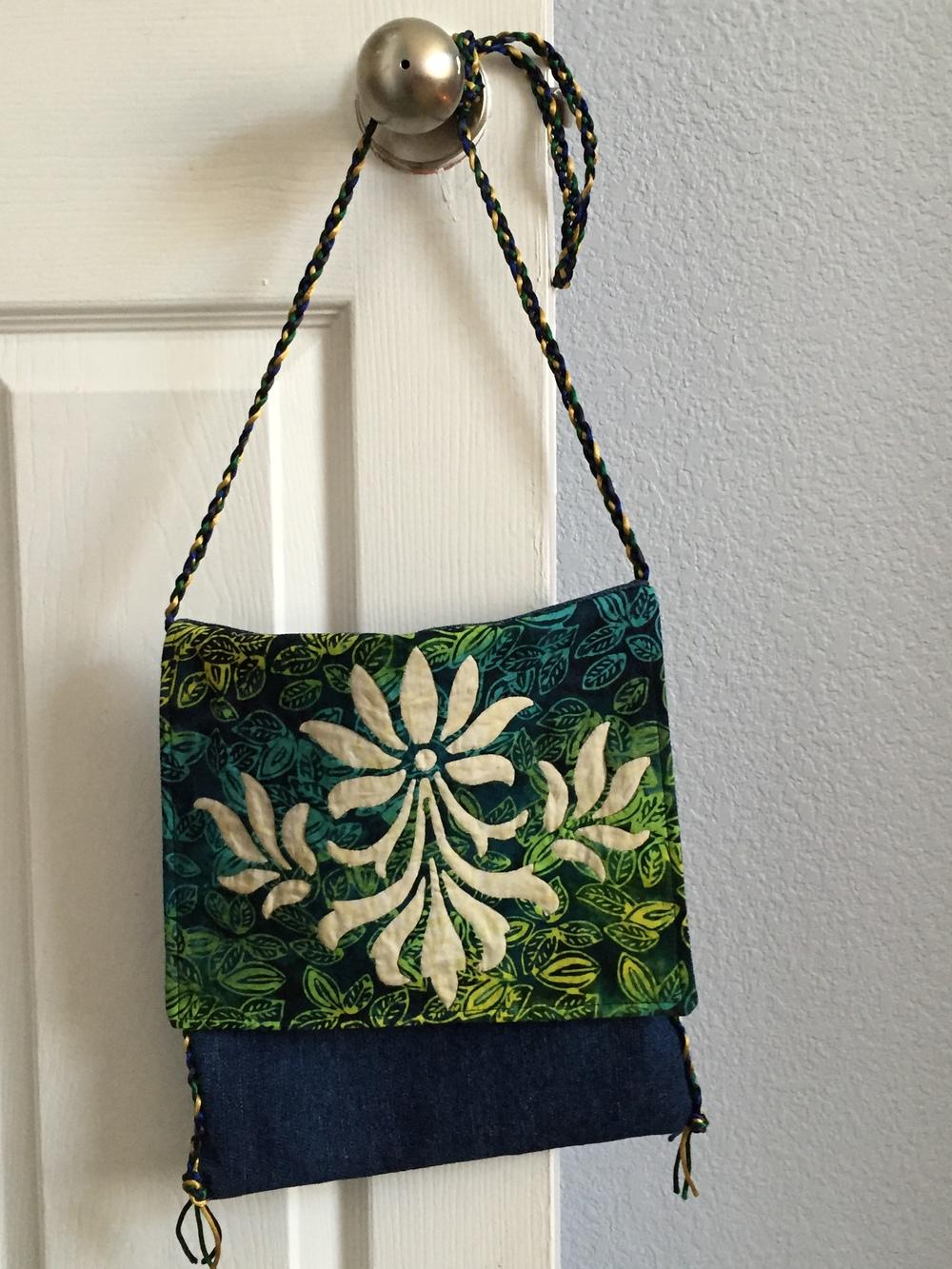 Bag created using Fleur de Lis block on the front flap.