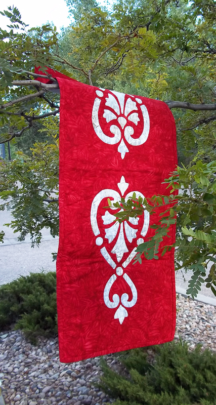 "Hearts & Fleurs table runner II    (13.5"" x 36""). Hand or machine creation."