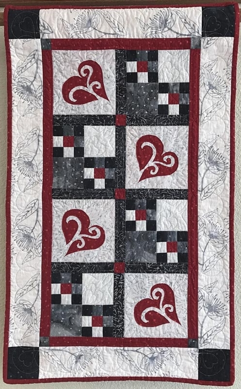 "Snowy Hearts table runner IX (21"" x 35"")"