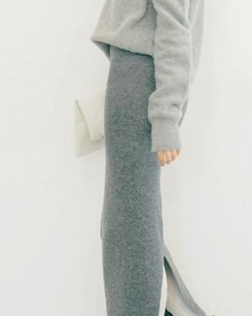 Soft wool, long silhouette