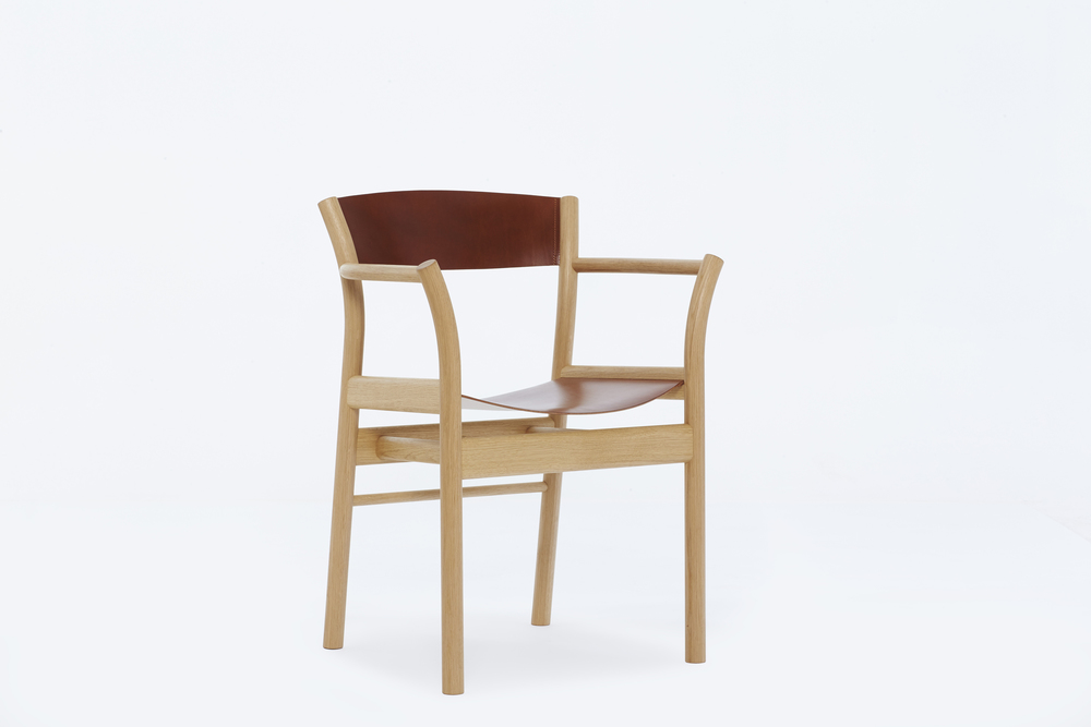 Hand crafted Oxbow Chair by designer maker Namon Gaston given award