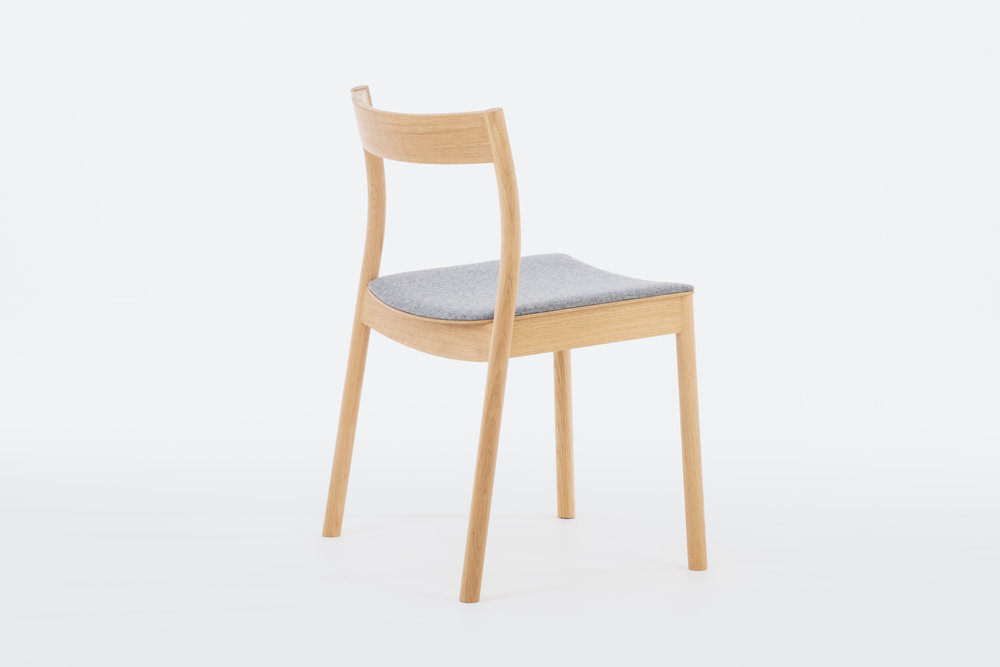 Stacking contract/dining chair in solid Oak