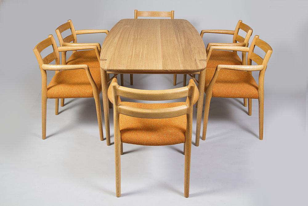 Bespoke dining table in Oak