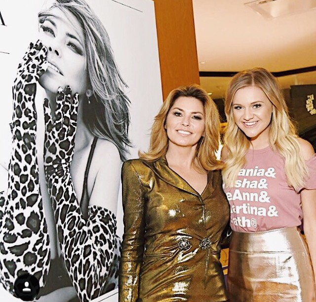 "KELSEA BALLERINI  SHANIA TWAIN wearing the ""90s Female Legends"" tee"