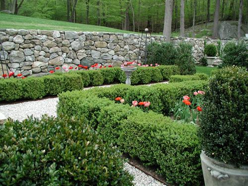 DESIGNER'S GARDEN - Red Garden I