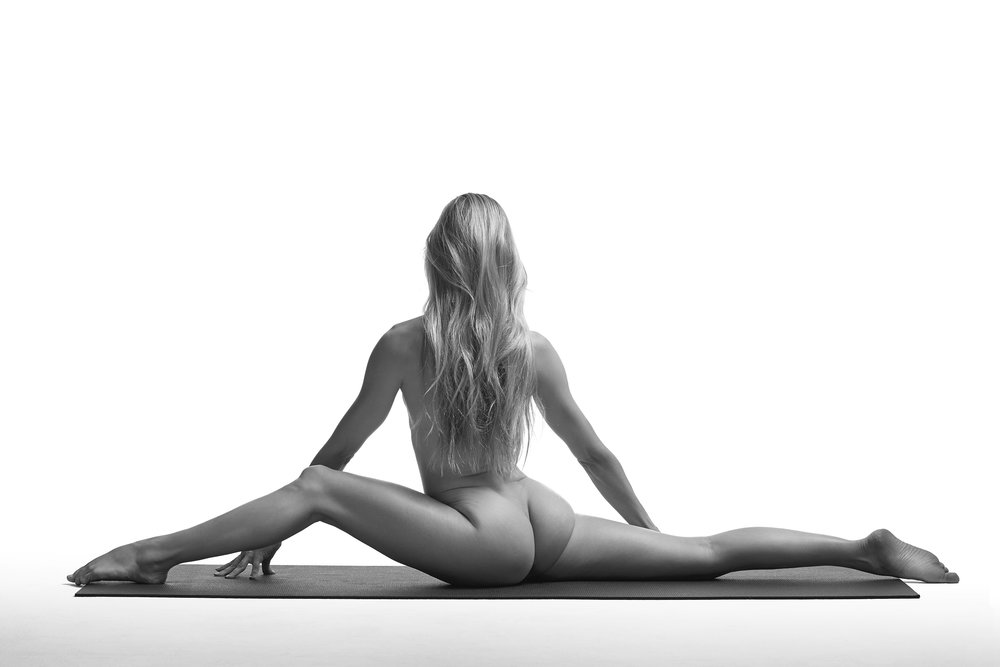 NAKED YOGA, A BOOK BY ALO YOGA  / BEAUTY RETOUCHING
