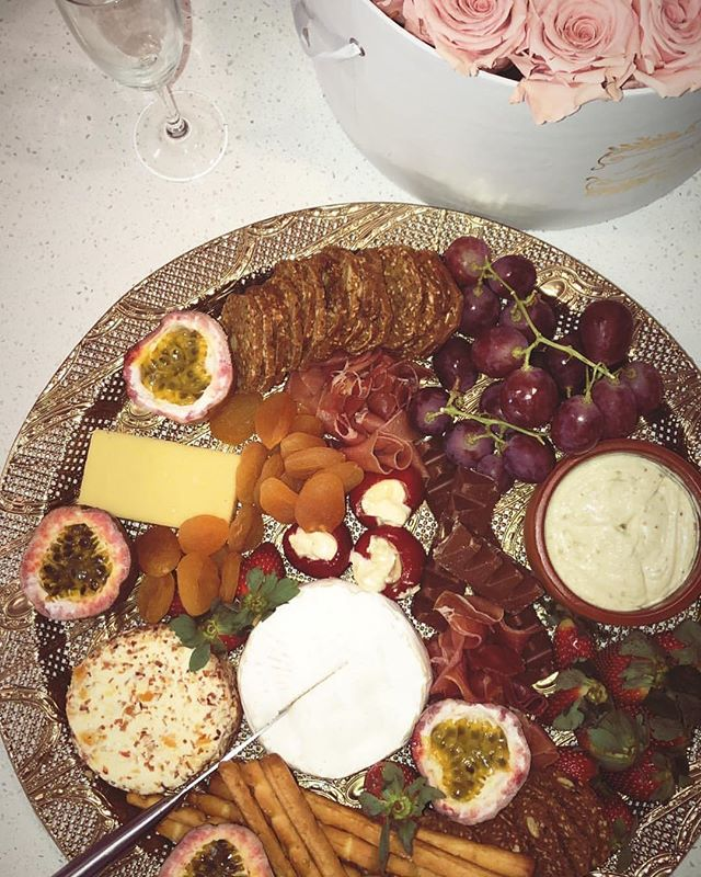 Platter heaven! 🥂✨ Currently craving some of this goodness ✨🥂