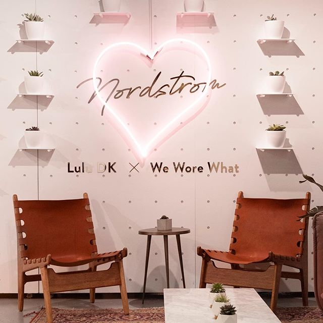 The curated lounge area with the large neon sign was one of the intended sharable spaces. #retaildesign #popupshop #luludkxweworewhat