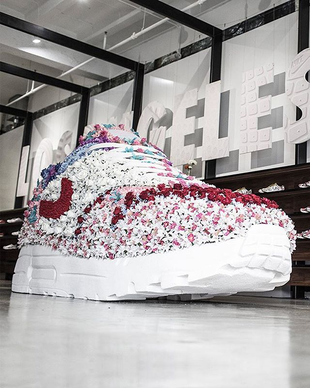 Throwing it back to when throwing it back on Thursday was a thing. We helped celebrate Women's Day at Blends with some floral fun to immerse consumers in the story of Nike Sportswear's Women's Air Max 1 Ultra City Collection.  #retaildesign #experiencedesign #consumerexperience