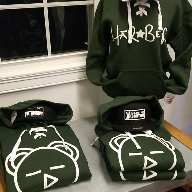 Get over to @RiseAboveStore THIS WEEKEND and get your #GREEN APPAREL 20% OFF!! #happystpatricksday #stpattysday #HaRBëRClothing #HaveAReason #BeËveryreason #508 #framingham #framinghamstate #fsu #route9