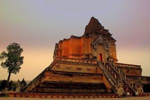 Wat Chedi Luang - Chiang Mai by PePa Pang