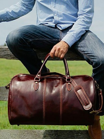 Floto Garment Duffle Bag - Every dad will have an occasion or two that requires traveling with a suit, but that doesn't mean they have to substitute style. A leather garment duffle bag like the ones from Floto allows for packing a suit AND any other clothing and shoes in one bag. The inside has 2 multi-function pockets for shoes, tablets, and bulky charges. Uni-zipper design provides easy access to inside storage when traveling through TSA.