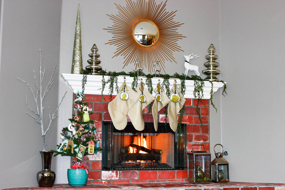 christmas-mantle.jpg