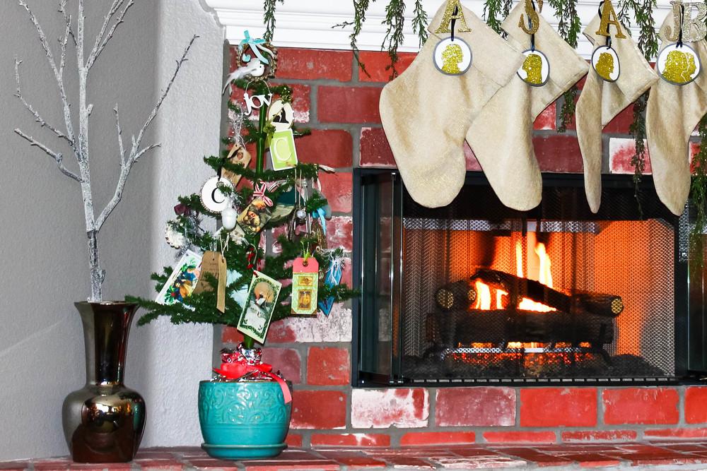 christmas-mantle.jpg
