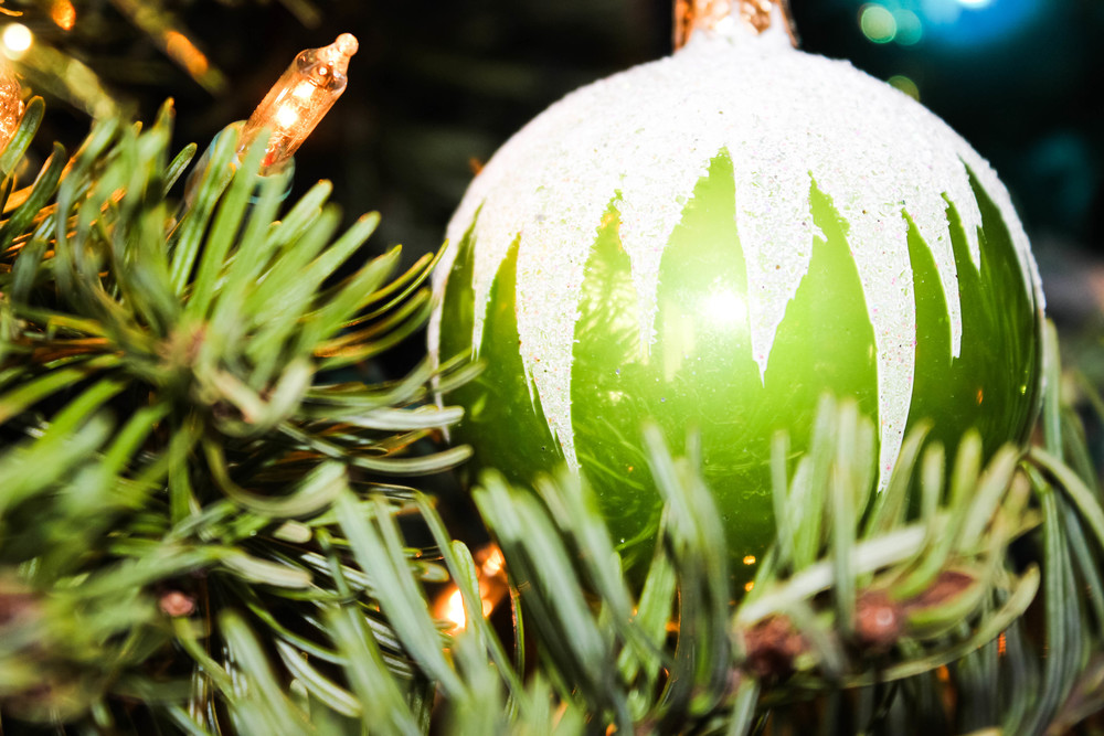 christmas-tree-ornaments.jpg