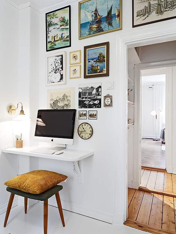 mini desk.jpg