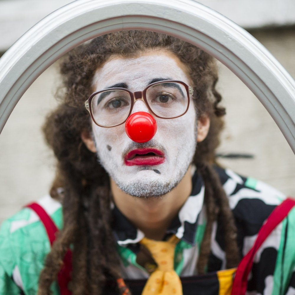 CLOWN WITH BORDERS -