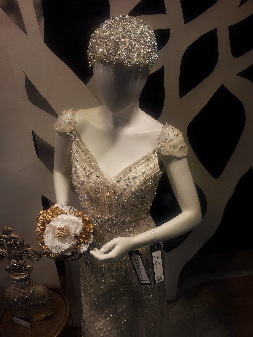 A Malis-Henderson headpiece was chosen to be at the main entrance to the Dallas Market Center