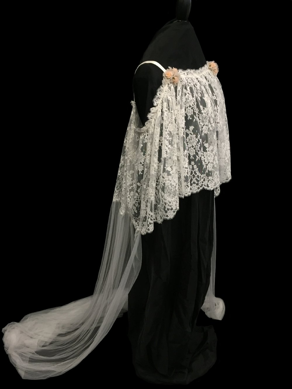 V5687-D _ Chantilly Lace Cemise and Veil