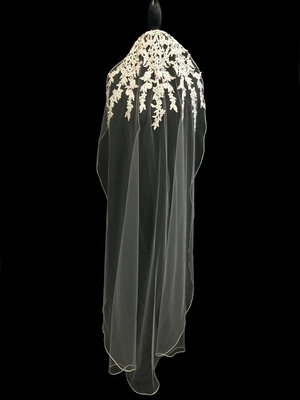 Style V5674-D _ 45x72 Oval Mantilla Guipure Lace Veil