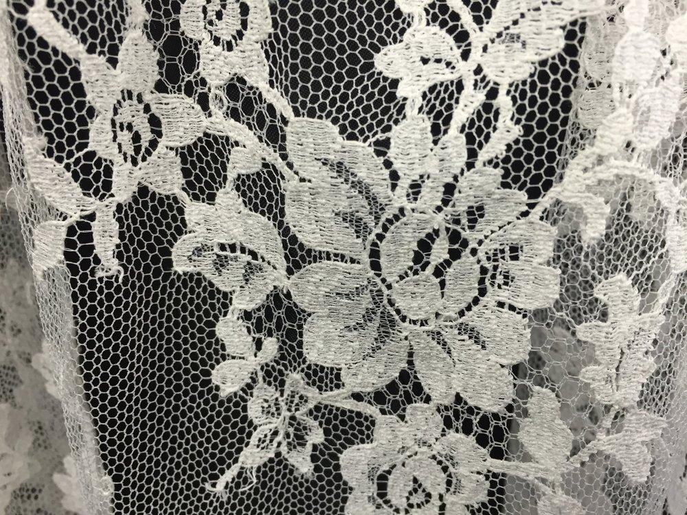 Style V5687-D Detail