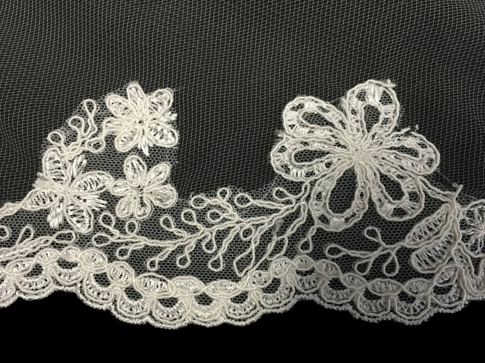 Style V5698-DI Detail