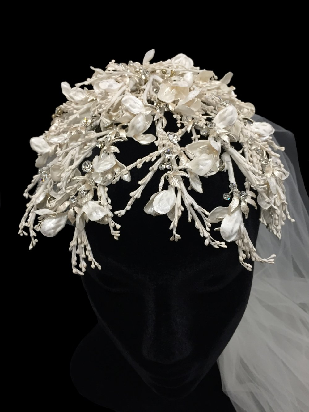 Style V5700-DI _ 60-108x72 Ivory Branches with Two-Tier Plain Veil