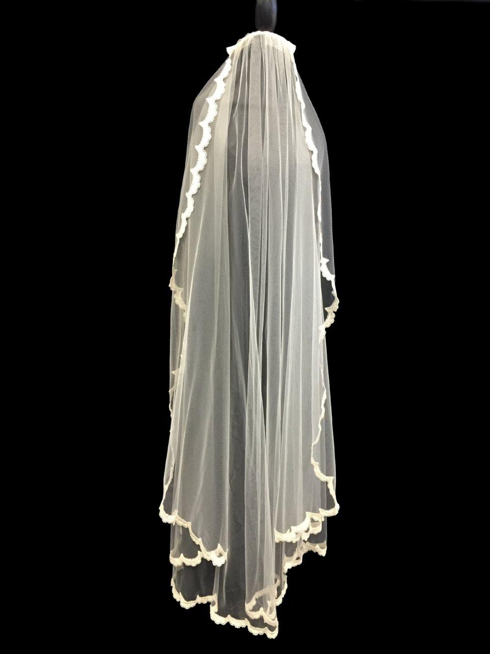 Style V5702-D _ 60x108 U-Cut Guipure Lace Veil
